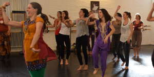 Cours danse indienne Bollywood Bruxelles - thumbnail_0.JPG
